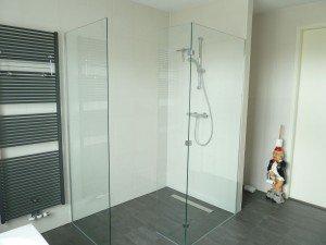 Glazen douchewand laten plaatsen